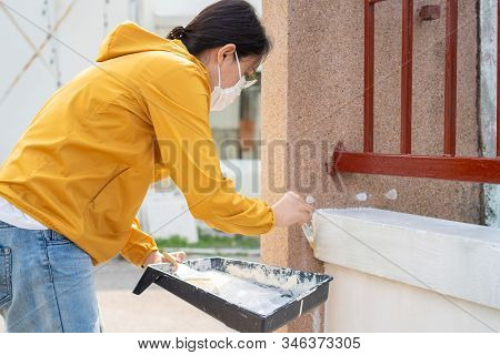 Painter Labor Paint The Wall Using Paint Plots And Rollers. Concepts Of Work, Labor, Painting, Const