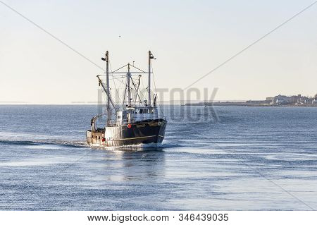 New Bedford, Massachusetts, Usa - January 22, 2020: Scalloper Frontier Homebound In New Bedford Oute