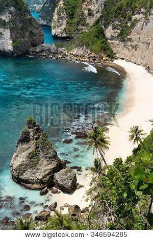 The Beautiful Beach Called Diamond Beach (atuh Beach) In Nusa Penida, Bali, Indonesia