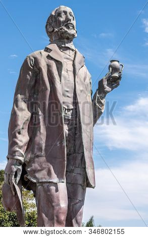 Carlsbad, California, Usa - September 22, 2019: Closeup Of Bronze Statue Of Captain John F. Frazier