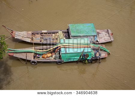 River In Ho Chi Minh City, The Old Hangar Of Poor Residents Of Ho Chi Minh City, Shantyi Ron House I