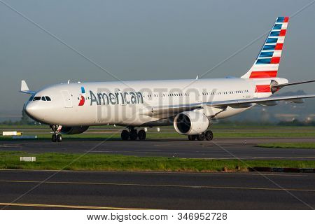 Paris / France - April 24, 2015: American Airlines Airbus A330-300 N276ay Passenger Plane Arrival An