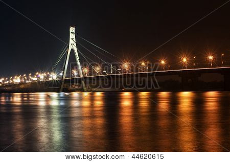 Kyiv, Moscow bridge at night