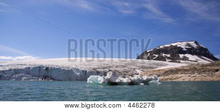 Glacier Front / Jostedalsbreen