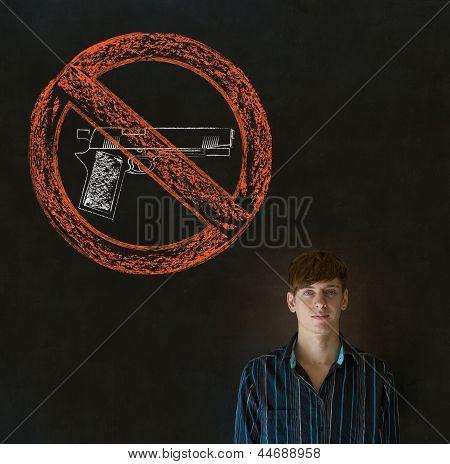 Nenhum homem de negócios de armas pacifista, estudante, professor ou político no fundo do quadro-negro
