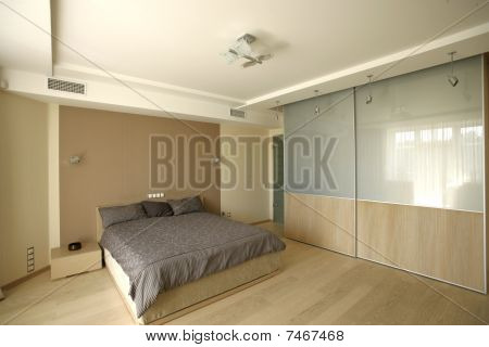 bedroom with big bed