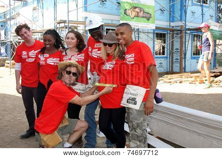 LOS ANGELES - OCT 25:  Cast members at the Habitat for Humanity build by Showtime's