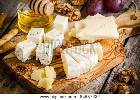 Mix Cheese: Emmental, Camembert, Parmesan, Blue Cheese, With Walnuts And Honey