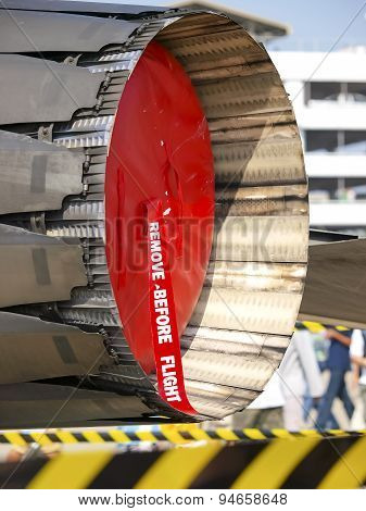 The thrust vectoring control gas turbine engine, a close-up