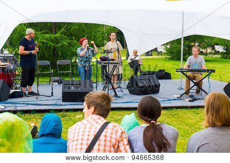 MOSCOW - JUNE 20: Shoo group performs at XII International Jazz Festival