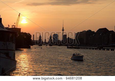 berlin skyline sunset over spree - oberbaum bridge and tv tower