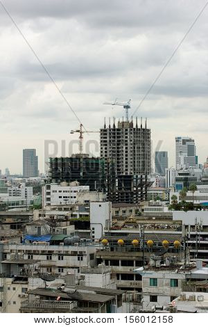 New building construction in a heavily congested urban area