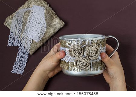 Burlap eco-decor. Homemade making of decor of burlap and lace for aluminum mug. DIY concept. Step by step photo instructions. Step 5. The final design of the aluminum mug