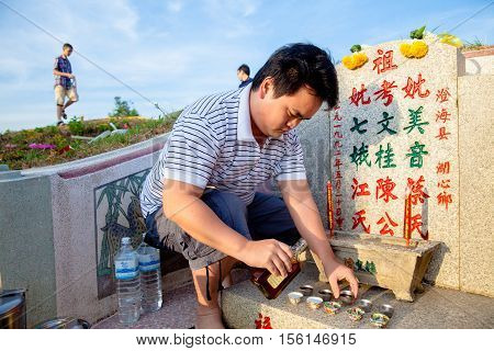 THAILAND- MARCH 31:Fimily are pray before the ancestors offer food teapaper accessories and libations to the ancestors. Festival on March 31 2013 in Phatthalung Thailand.They decorate the tombs to the ancestors in Qingming
