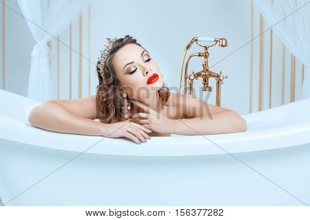 Portrait of a woman in a bath she is a queen with a crown on his head.
