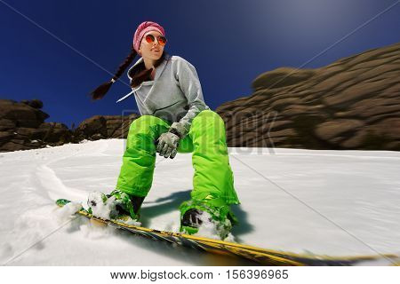 Snowboarder doing a toe side carve in Sheregrsh
