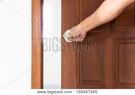 Hand open door by Knob locks on the door