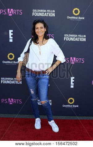 LOS ANGELES - NOV 13:  Constance Marie at the P.S. ARTS Express Yourself 2016 at Barker Hanger on November 13, 2016 in Santa Monica, CA