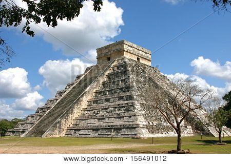 the mayan Temple of Kukulkan Chichen Itza near Mexico city