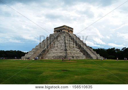 Kukulcan pyramid at Chichen Itza, Yucatán, México.