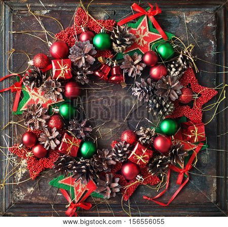 Christmas Wreath Red Green Ball Pine Cone Star Toy