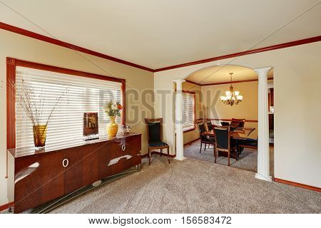 Entrance Room With Comfortable Sitting Area