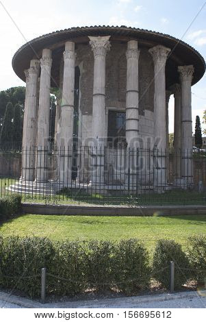 Rome tempio di vesta with Its gardens