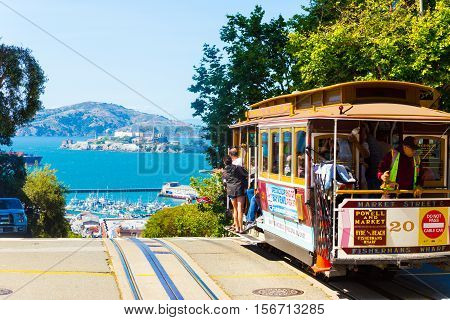 Sf Cable Car Hyde St Crest Hill View Alcatraz H