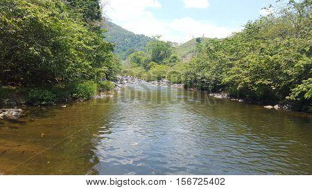 Rio Wampú en la biosfera hondureña agua 100% natural