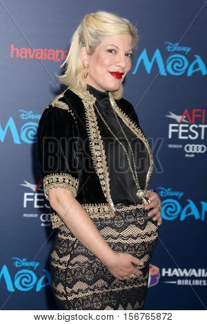LOS ANGELES - NOV 14:  Tori Spelling at the