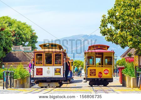 Tourists Wait Sf Hyde St Cable Car Turnaround H
