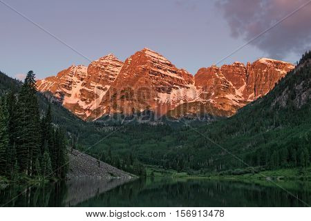 the maroon bells Aspen Colorado at sunrise
