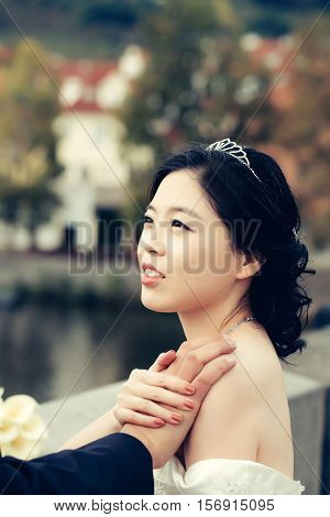 Pretty Chinese Bride Hold Hand
