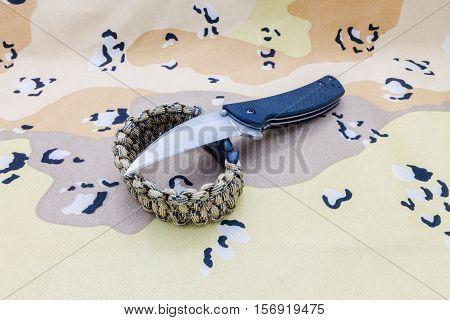 Knife And Survival Bracelet.