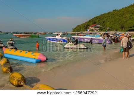Koh Larn, Thailand - October 23, 2016: A Beach This Is One Of The Nice Beaches Of Koh Larn On A Sunn