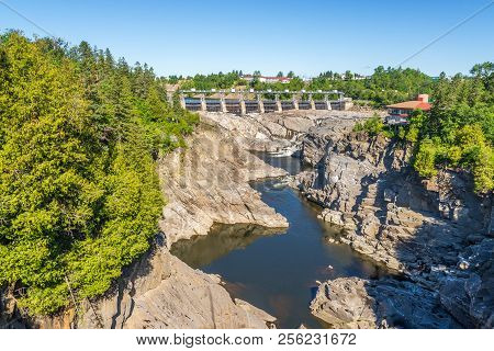 Grand Falls, Canada - June 21,2018 - View At The Dam Of Grand Falls At The Saint John River.the Town
