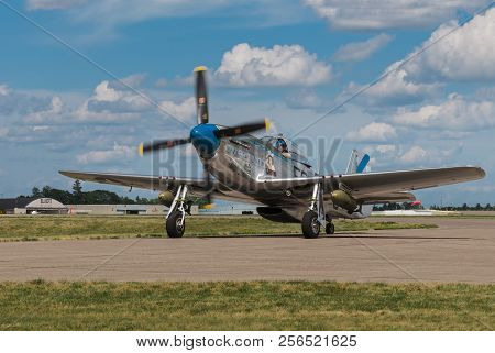 Eden Prairie, Mn - July 16, 2016: P-51 Mustang Sierra Sue Ii Taxis In At Air Show. The P-51 Mustang