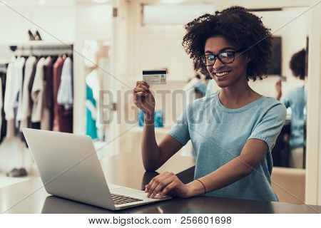 Young Black Woman Holding Credit Card In Store. Portrait Of Happy Beautiful African Girl Holding Cre