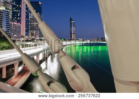 Brisbane, Australia - Saturday 18Th August, 2018: View Of Kurilpa Bridge And Brisbane City At Night