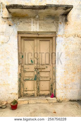 An Ancient Door Of An Old House In Gujrat
