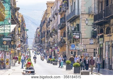 Palermo, Italy - May 10, 2018: People Walks On Via Maqueda, Also Known As Strada Nuova (new Street),