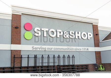 West Islip, New York, Usa - 16 March 2020: Stop And Shop Grocery Store Is Being Wiped Out Of Everyth
