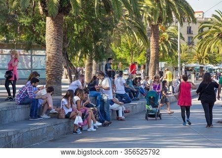 Barcelona, Spain - May 16, 2017: Unknown People Resting On The Moll De Bosch I Alsina Street In Port