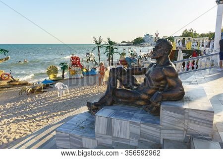 Yevpatoria, Crimea, Russia-september 12, 2019: Sculpture On The Gorky Embankment Near The Beach In T