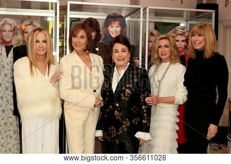 LOS ANGELES - JAN 18:  Joan Van Ark, Michele Lee, Donelle Dadigan, Donna Mills, Leeza Gibbons at the 40th Anniversary of