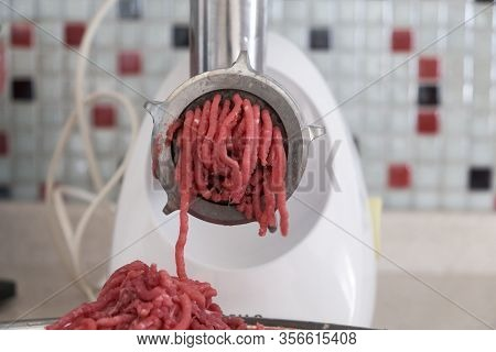 Mincing Machine And Beef Mincing In Home Environment,