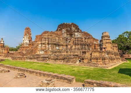 Ancient Castle At Wat Mahathat In Buddhist Temple Is A Temple Built In Ancient Times At Ayutthaya Ne