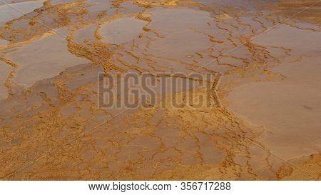 Badab-e Suurt Hotspring