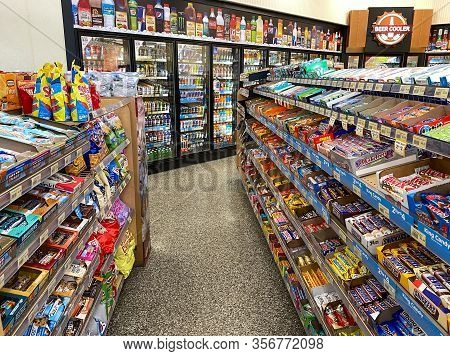 Orlando,fl/usa-12/27/19: The Candy And Beverage Displays At A Wawa Gas Station, Fast Food Restaurant