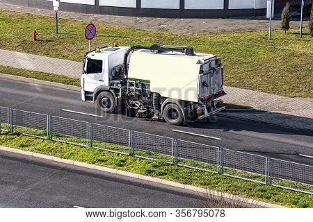 Community Street Cleaners . Street Sweeper Vehicle ,services Carry Out Disinfection